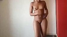 Nigerian beauty showing her nude body